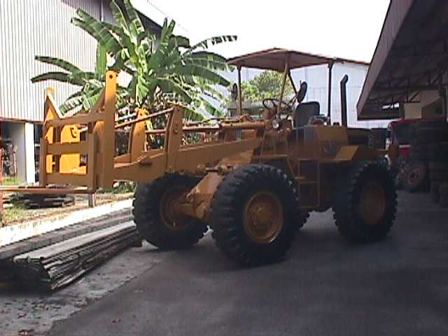 Cat 910 wheel loader Engine. Year: 1984